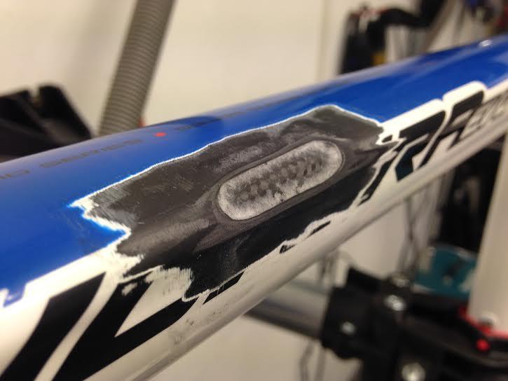 Merida frame met carbon schade aan de bovenbuis.